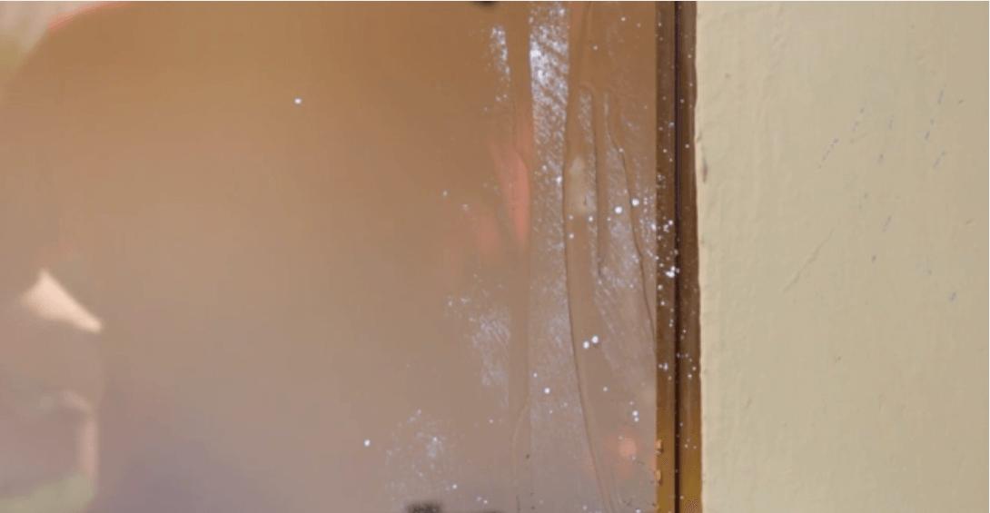 vệ sinh cửa kính với giấm 12