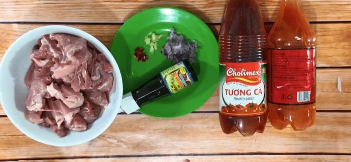 cách nấu món thịt kho chua cay