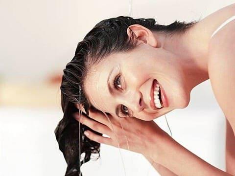 giấm hoa quả giúp tóc mượt