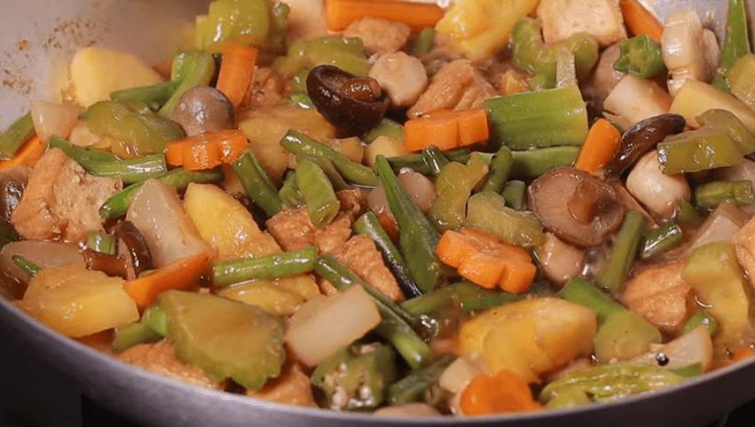 Làm món chay thơm ngon có thêm nước màu dừa