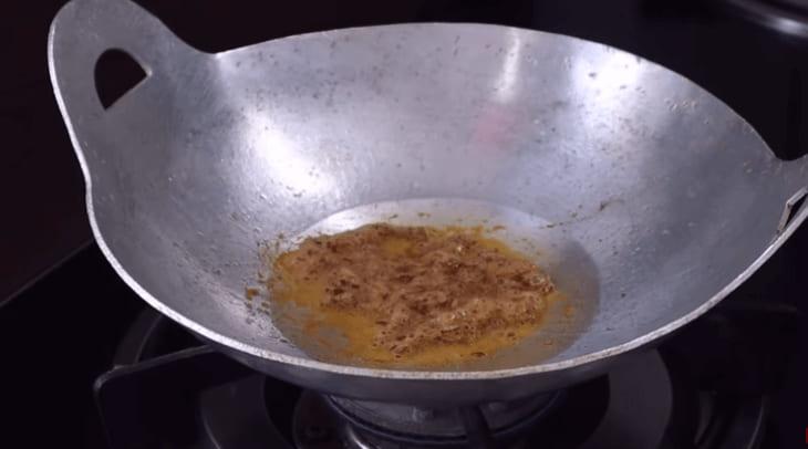nấu món cá cơm kho tiêu