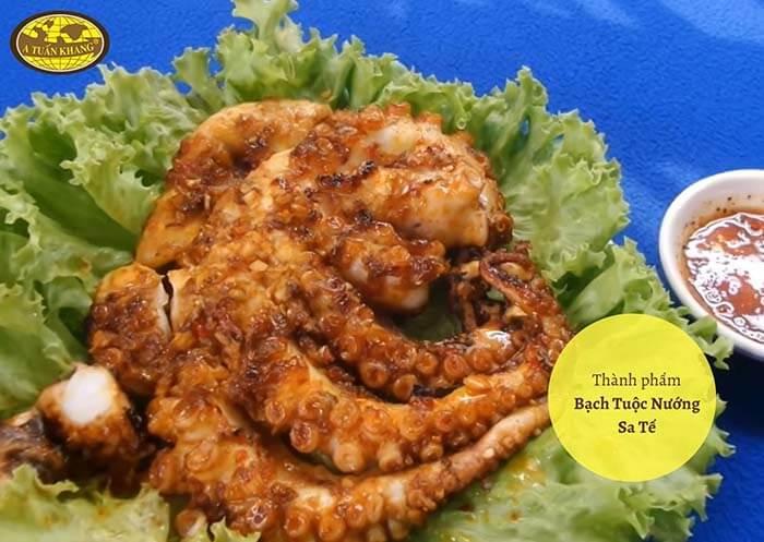 ăn bạch tuộc nướng sa tế