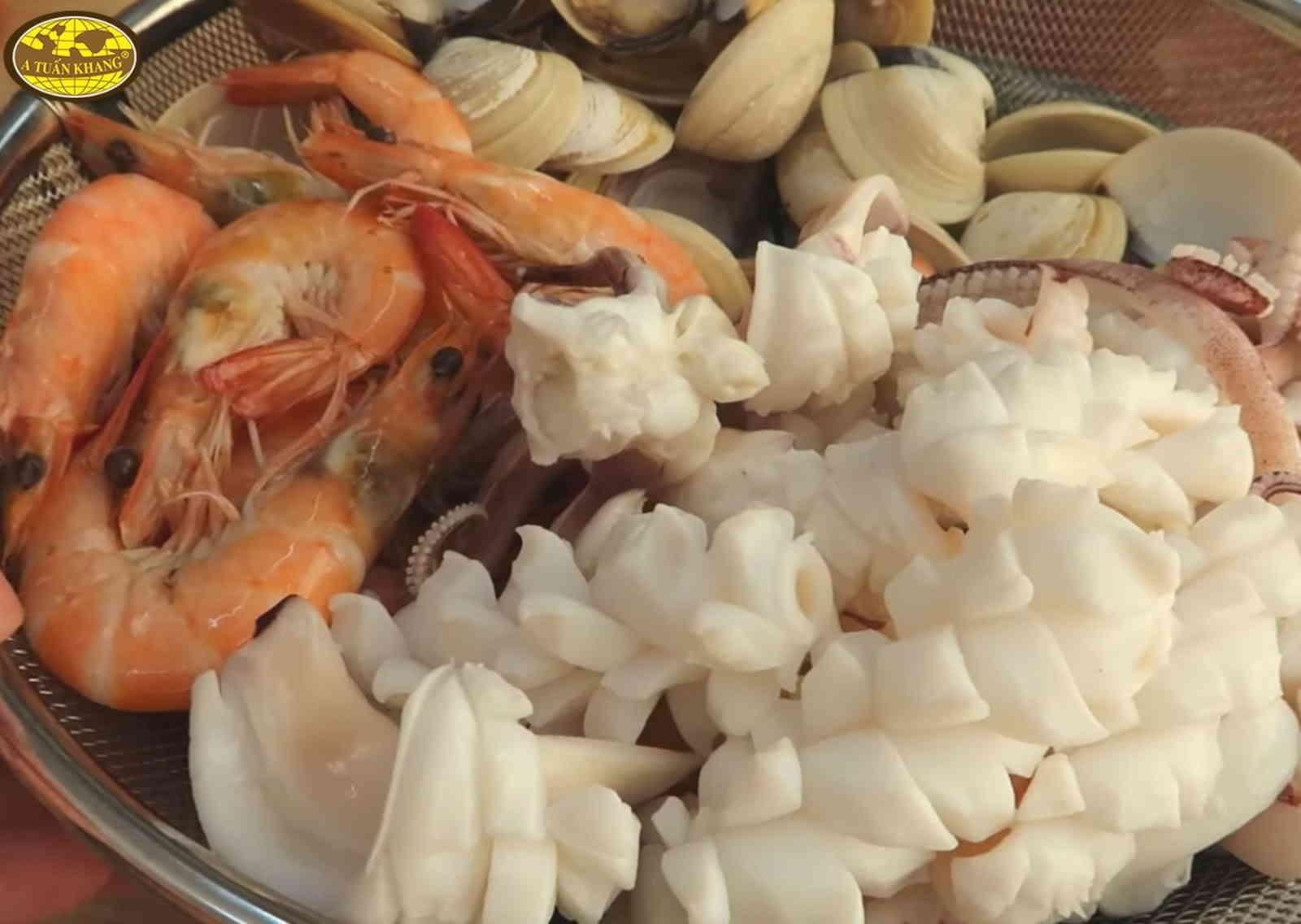 nấu bún thái hải sản tại nhà