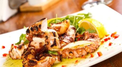 thưởng thức bạch tuộc nướng sa tế - A TUẤN KHANG
