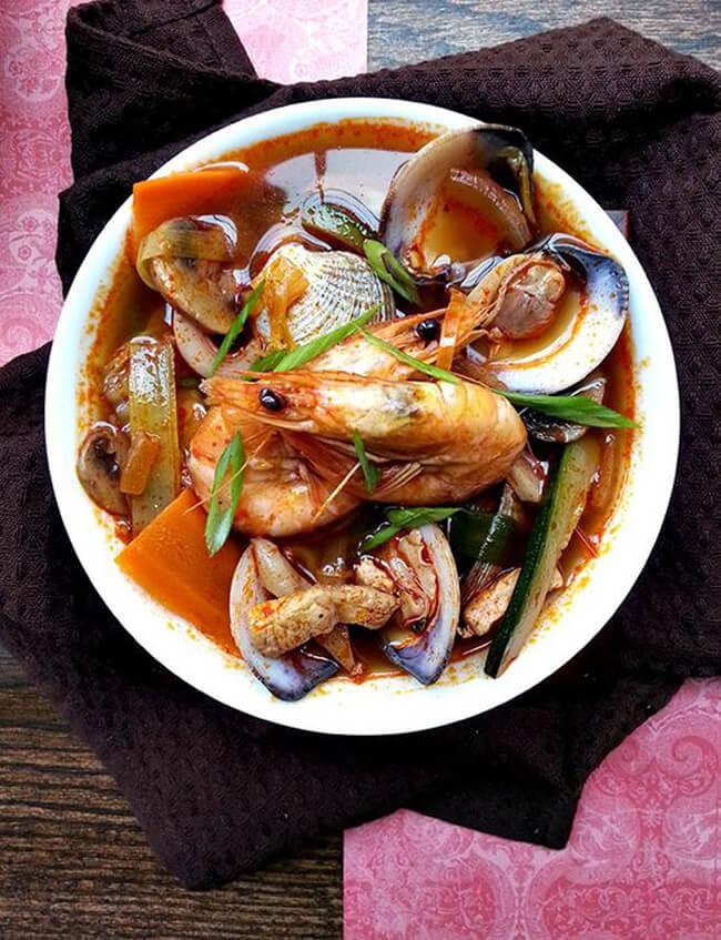 Cách nấu lẩu hải sản kiểu Thái
