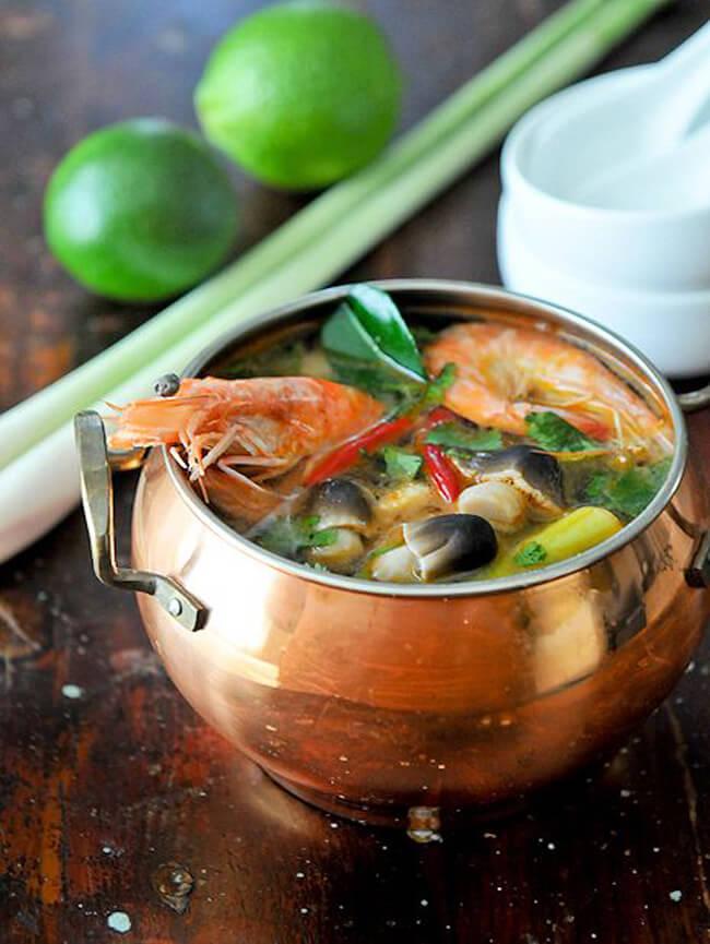 Cách nấu lẩu hải sản Tomyum