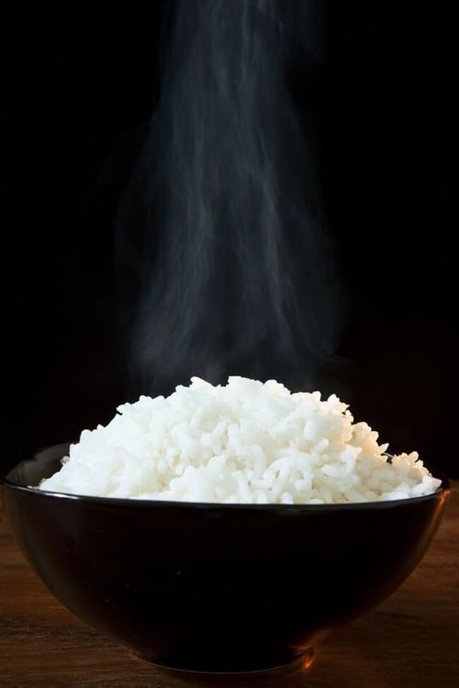Dùng cơm trắng với cá kho