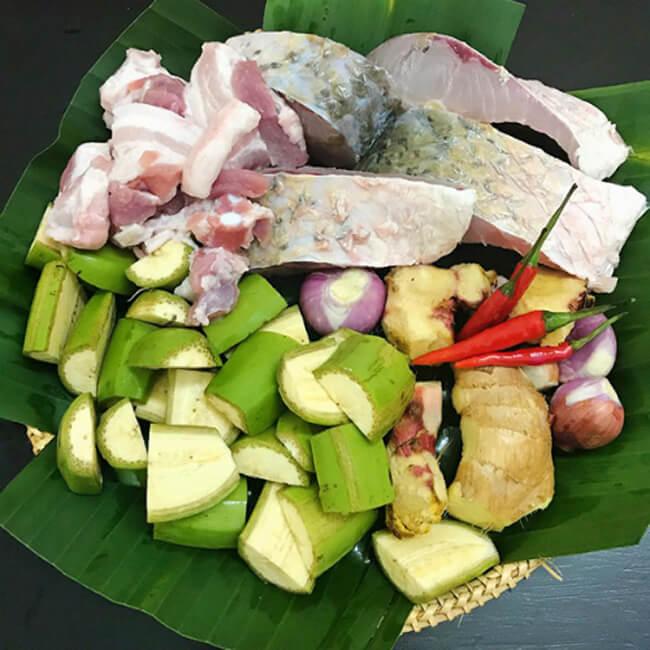 Sơ chế nguyên liệu món kho cá chuối riềng