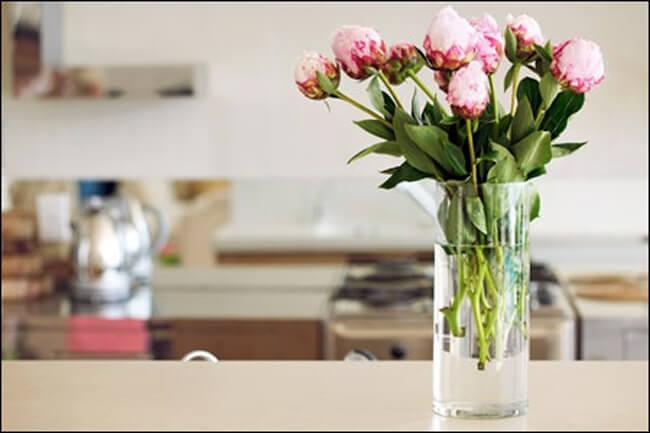Sử dụng giấm giúp hoa tươi lâu