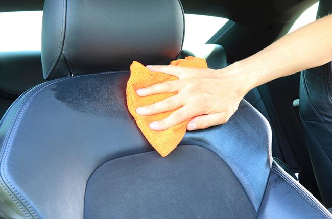 Giấm làm sạch xe hơi