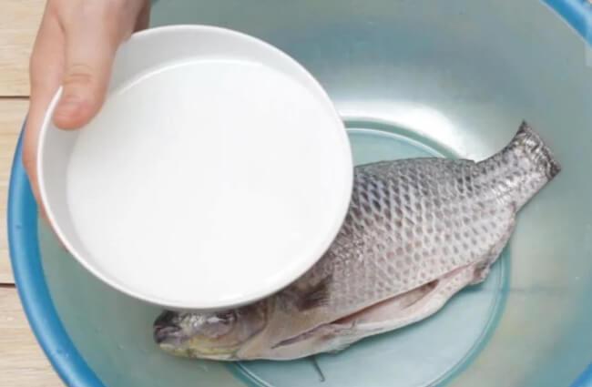 Giấm khử mùi tanh của cá
