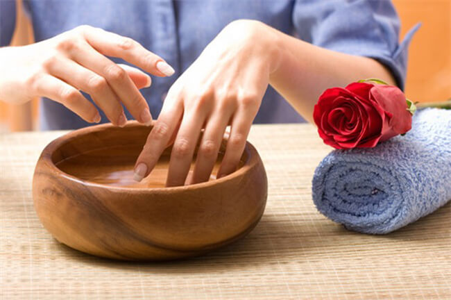 Giấm khử mùi hôi ở tay