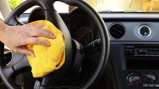 Khử mùi hôi ở xe ô tô với giấm