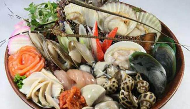 Chọn lựa nguyên liệu lẩu hải sản