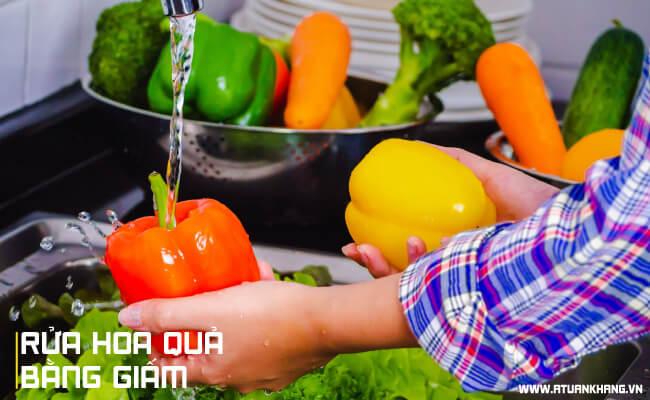 Rửa hoa quả bằng giấm