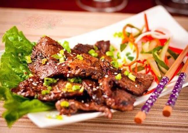 Thưởng thức món thịt bò nướng ướp caramen đường