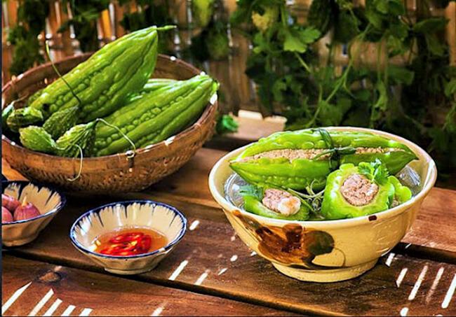 Các món ăn ngày Tết từ thịt lợn - Canh khổ qua nhồi thịt